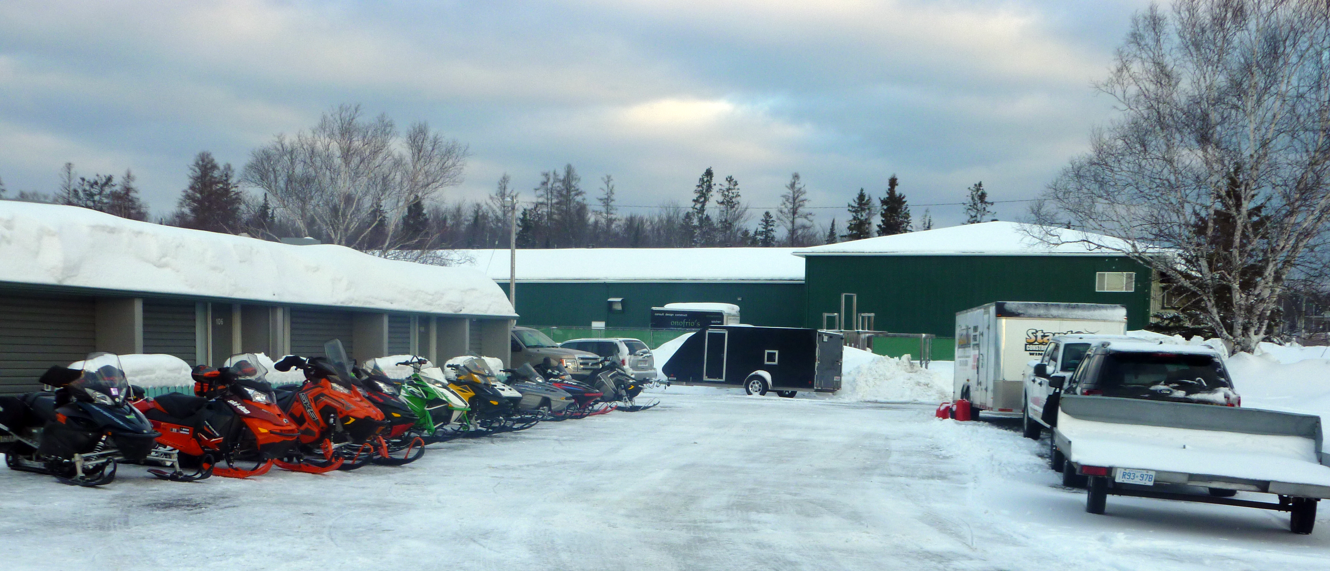 17 Snowmobiles Trailers